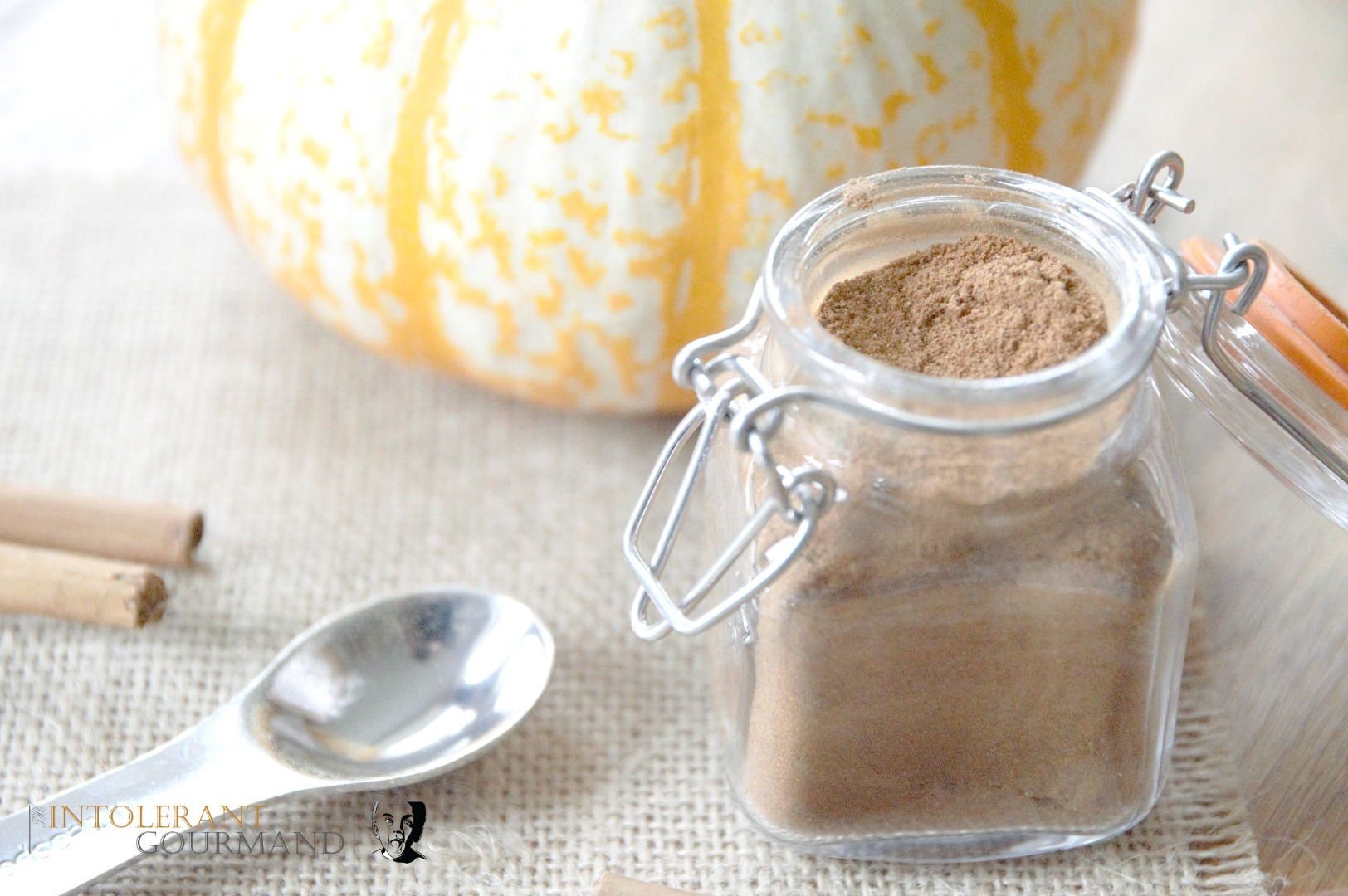 Pumpkin spice mix - perfect for crumbles, lattes, cheesecake, cake and more! www.intolerantgourmand.com