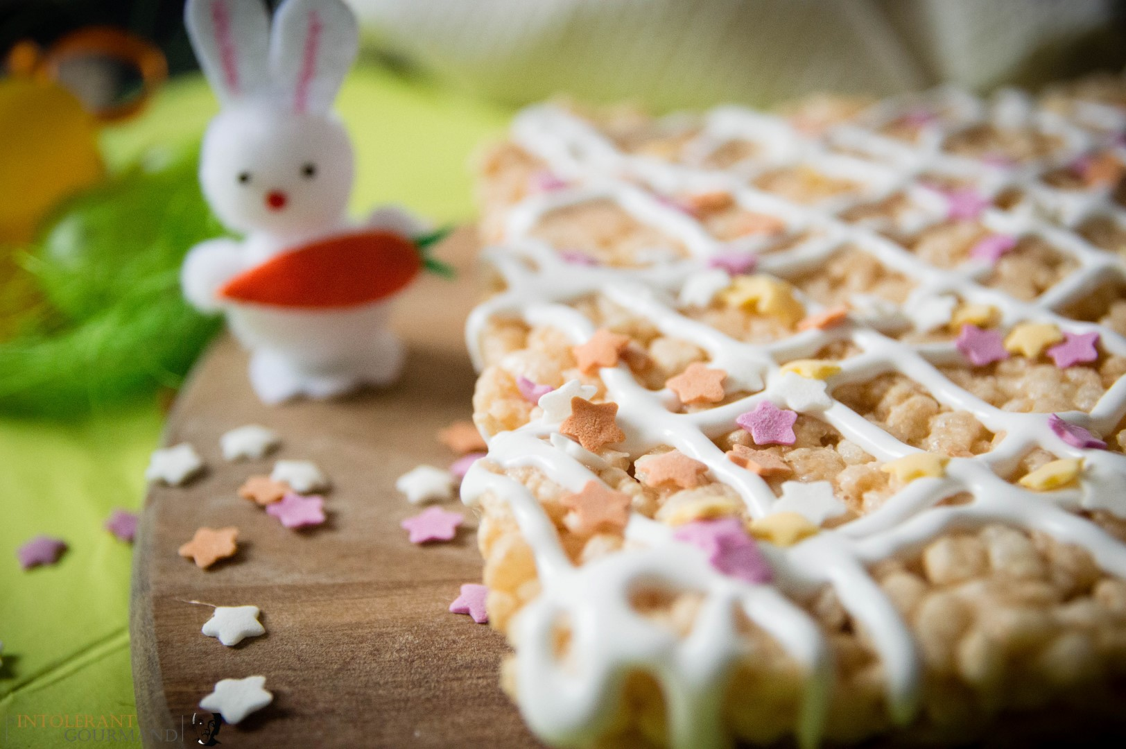 Easter Crispie Cakes - a new Easter twist on the classic crispie cake. Dairy-free, gluten-free and super simple to make too! It's the perfect treat to make with little ones! www.intolerantgourmand.com
